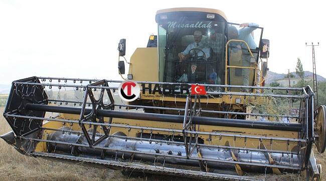 Nevşehir Valisi Hububat Hasadı Yapan Çiftçilere Ziyarette Bulundu