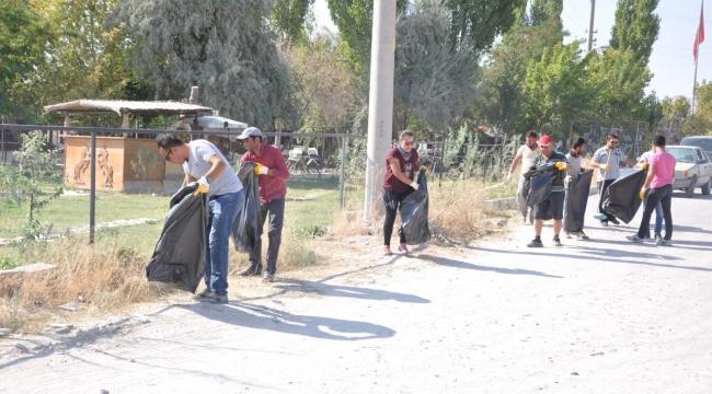 Turizmciler ile Göreme Belediyesi Birlikte Vadi Temizliği